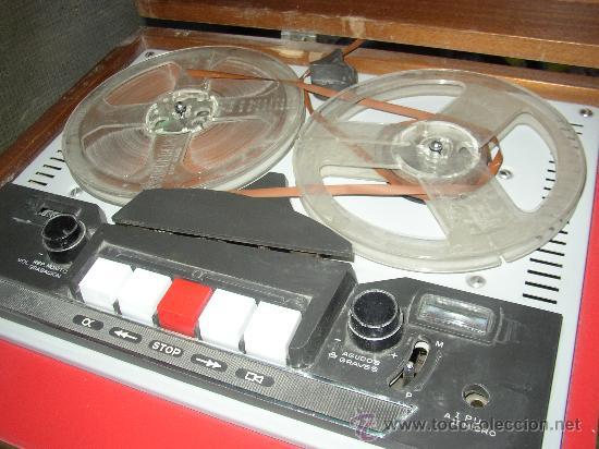 Fonógrafos y grabadoras de válvulas: Antiguo aparato compuesto por radio, tocadiscos y magnetofono. Todo ello en un mueble. - Foto 3 - 25643785