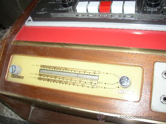 Fonógrafos y grabadoras de válvulas: Antiguo aparato compuesto por radio, tocadiscos y magnetofono. Todo ello en un mueble. - Foto 4 - 25643785