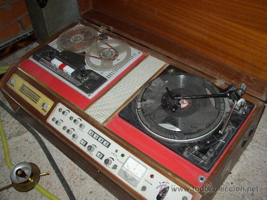 Fonógrafos y grabadoras de válvulas: Antiguo aparato compuesto por radio, tocadiscos y magnetofono. Todo ello en un mueble. - Foto 6 - 25643785