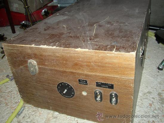 Fonógrafos y grabadoras de válvulas: Antiguo aparato compuesto por radio, tocadiscos y magnetofono. Todo ello en un mueble. - Foto 7 - 25643785