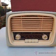 Fonógrafos y grabadoras de válvulas: VICA - RADIO A VALVULAS PEQUEÑA - DE LOS AÑOS 50 - ESPAÑOLA. Lote 34747904