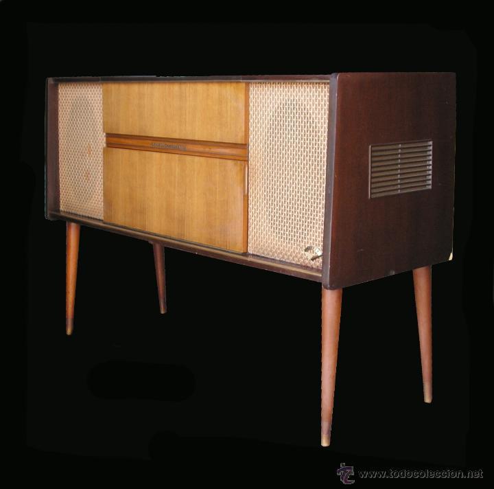 MUEBLE APARADOR VINTAGE CON TOCADISCOS Y RADIO. MARCA GRUNDIG, ALEMANIA AÑOS 50. (Radios, Gramófonos, Grabadoras y Otros - Fonógrafos y Grabadoras de Válvulas)