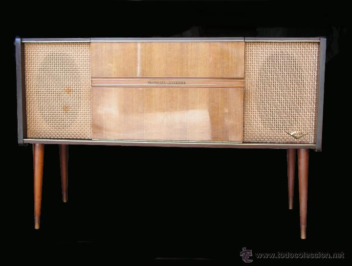Fonógrafos y grabadoras de válvulas: Mueble aparador vintage con tocadiscos y radio. Marca Grundig, Alemania años 50. - Foto 2 - 62128690