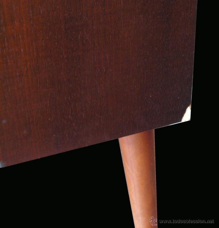 Fonógrafos y grabadoras de válvulas: Mueble aparador vintage con tocadiscos y radio. Marca Grundig, Alemania años 50. - Foto 3 - 62128690