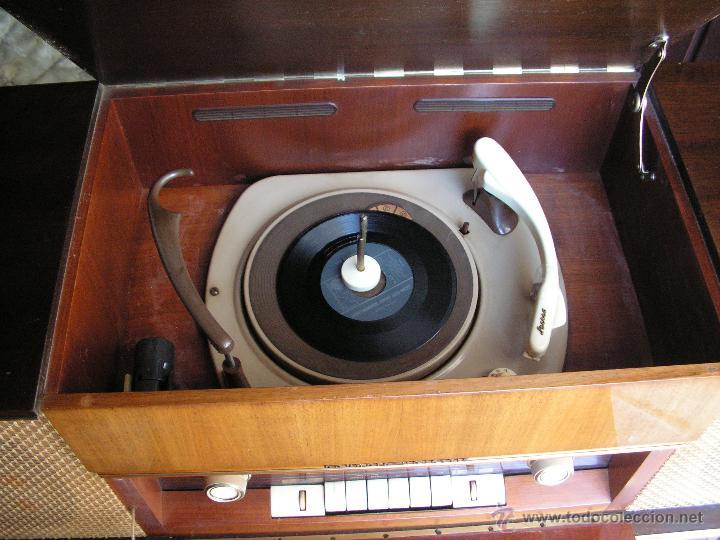 Fonógrafos y grabadoras de válvulas: Mueble aparador vintage con tocadiscos y radio. Marca Grundig, Alemania años 50. - Foto 7 - 62128690