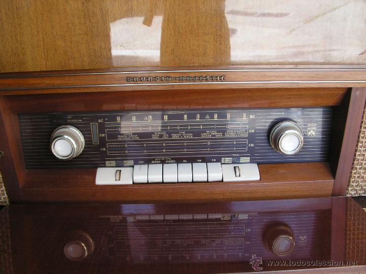 Fonógrafos y grabadoras de válvulas: Mueble aparador vintage con tocadiscos y radio. Marca Grundig, Alemania años 50. - Foto 8 - 62128690