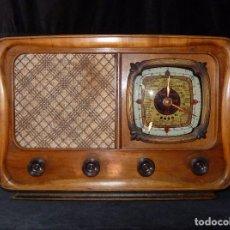 Fonógrafos y grabadoras de válvulas: PRECIOSA Y ANTIGUA RADIO IBERIA CRUZADO 432 E DE 5 VÁLVULAS. 48X34X25 CM. 1950. NO FUNCIONA. Lote 97206395