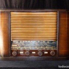 Fonógrafos y grabadoras de válvulas: PRECIOSA Y ANTIGUA RADIO VICA DE 5 VÁLVULAS. 50X23X33 CM. 1941-42. NO FUNCIONA. MUY RARA. BONITO DIS. Lote 97206487