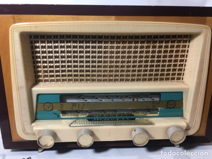 Fonógrafos y grabadoras de válvulas: Antigua radio en madera marca marfil original años 50 60 - Foto 2 - 124594912