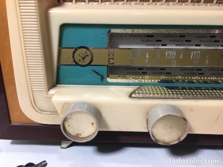 Fonógrafos y grabadoras de válvulas: Antigua radio en madera marca marfil original años 50 60 - Foto 3 - 124594912
