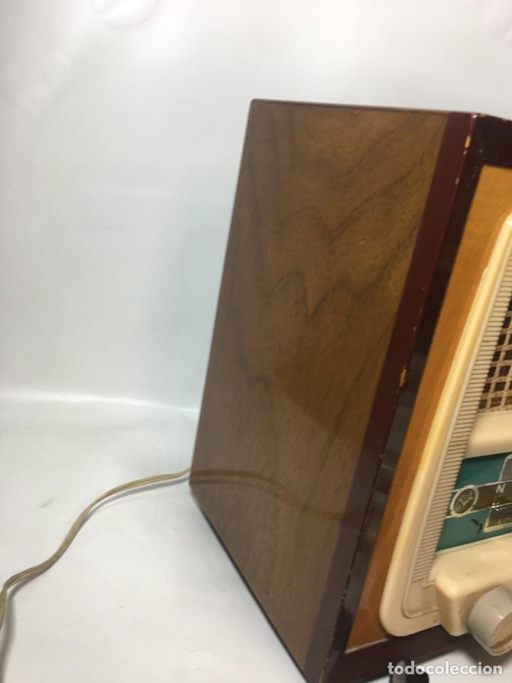 Fonógrafos y grabadoras de válvulas: Antigua radio en madera marca marfil original años 50 60 - Foto 7 - 124594912