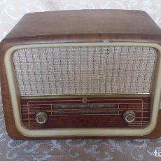 Fonógrafos y grabadoras de válvulas: ANTIGUA RADIO DE VÁLVULAS VICA, EN CAJA DE MADERA. Lote 133225850