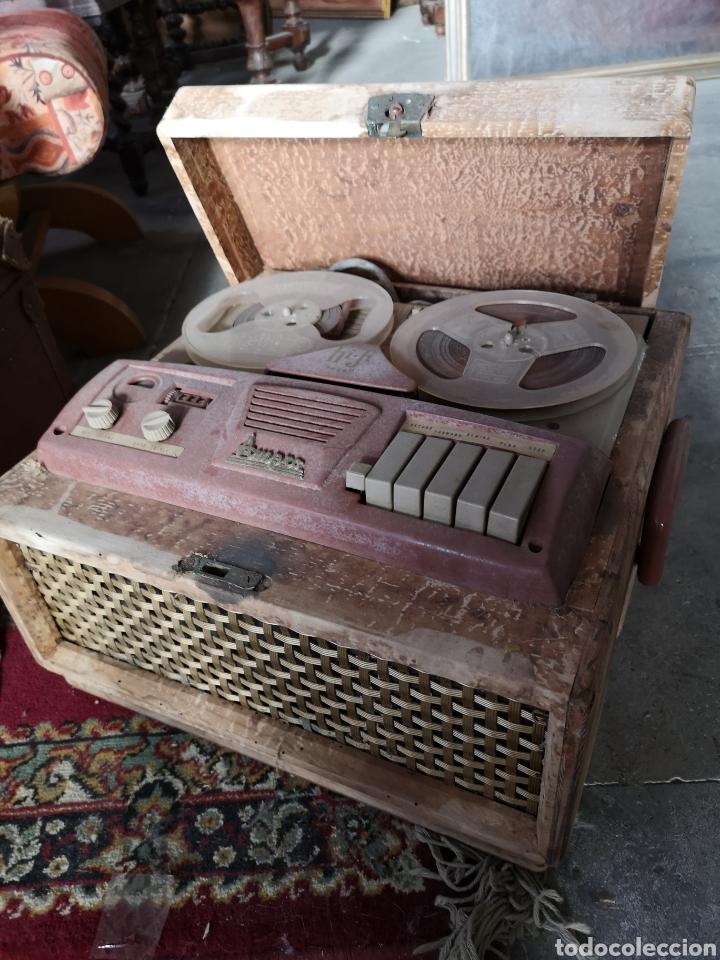 ANTIGUO MAGNETOFONO MARCA AMPRO, CON MALETA DE MADERA. SIN COMPROBAR (Radios, Gramófonos, Grabadoras y Otros - Fonógrafos y Grabadoras de Válvulas)