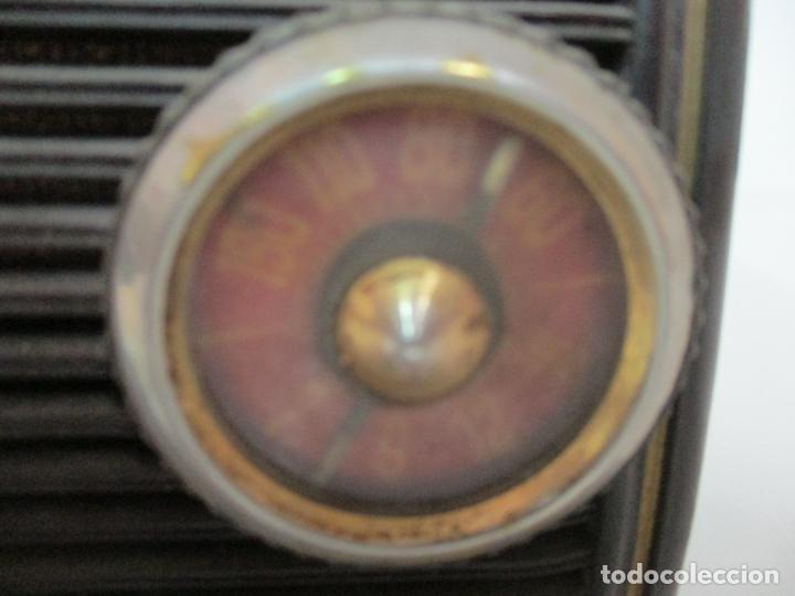 Fonógrafos y grabadoras de válvulas: Antigua Radio Miniatura - Marca Invicta - Modelo 4213 - en Baquelita - Foto 4 - 155771262