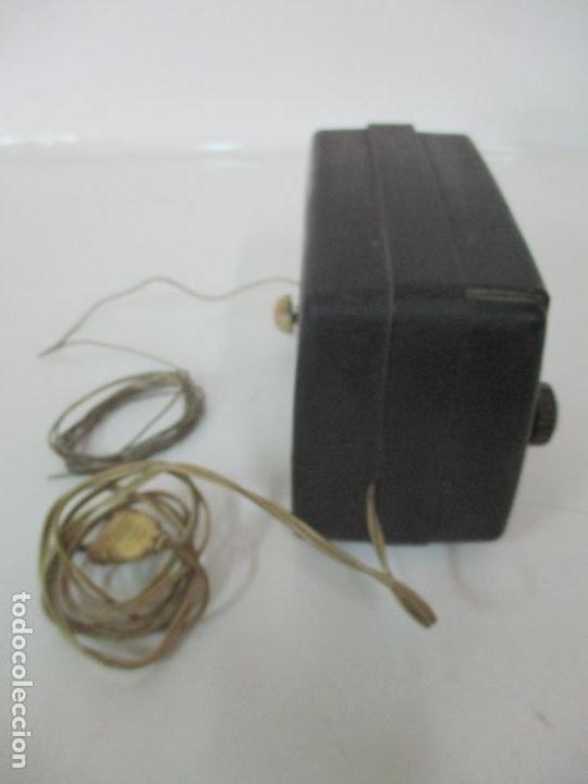 Fonógrafos y grabadoras de válvulas: Antigua Radio Miniatura - Marca Invicta - Modelo 4213 - en Baquelita - Foto 7 - 155771262