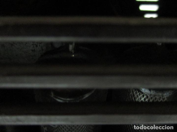 Fonógrafos y grabadoras de válvulas: Antigua Radio Miniatura - Marca Invicta - Modelo 4213 - en Baquelita - Foto 9 - 155771262