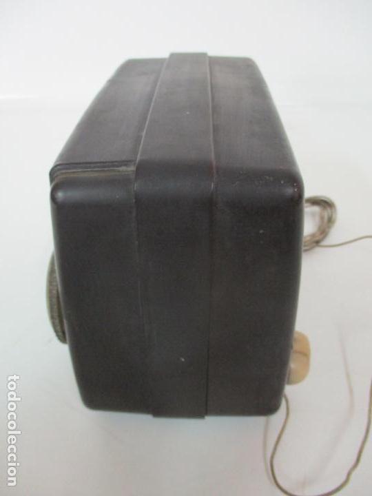 Fonógrafos y grabadoras de válvulas: Antigua Radio Miniatura - Marca Invicta - Modelo 4213 - en Baquelita - Foto 11 - 155771262