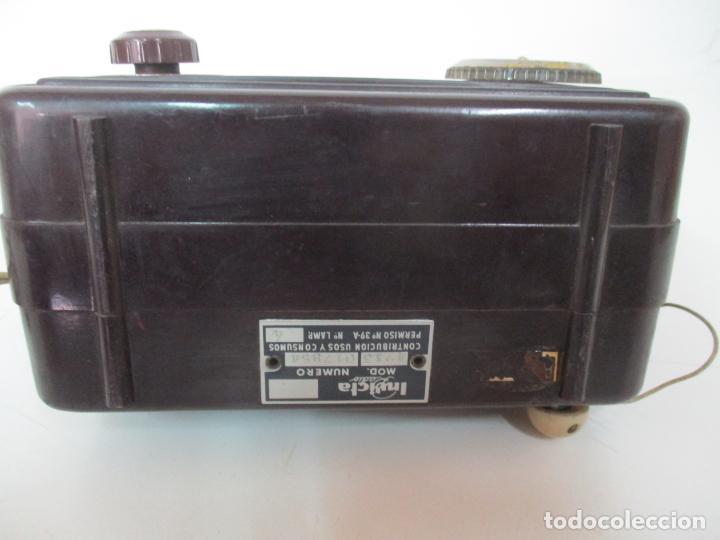 Fonógrafos y grabadoras de válvulas: Antigua Radio Miniatura - Marca Invicta - Modelo 4213 - en Baquelita - Foto 12 - 155771262