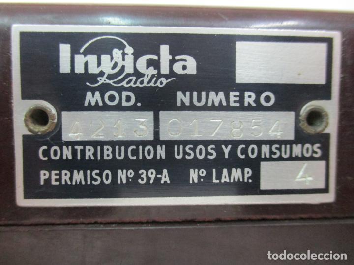 Fonógrafos y grabadoras de válvulas: Antigua Radio Miniatura - Marca Invicta - Modelo 4213 - en Baquelita - Foto 13 - 155771262