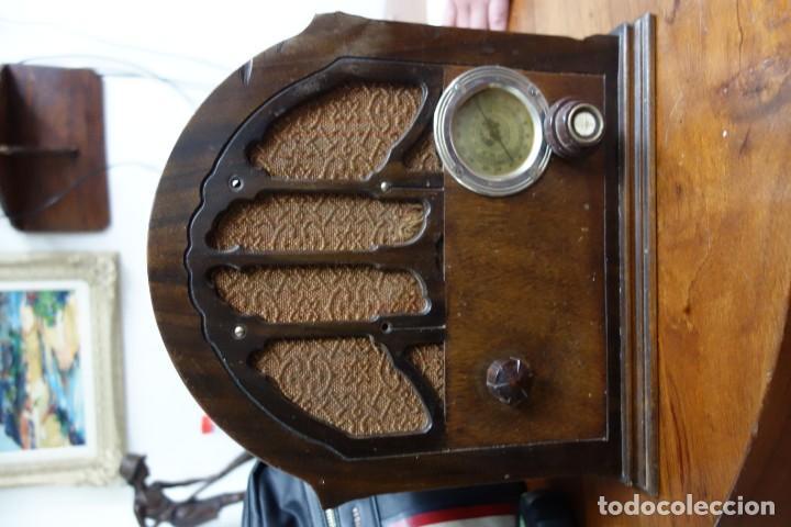 RADIO ANTIGUA DE CAPILLA ADAPTADA A 220 VOLTIOS (Radios, Gramófonos, Grabadoras y Otros - Fonógrafos y Grabadoras de Válvulas)