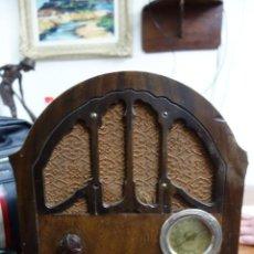 Fonografi e magnetofoni a valvole: RADIO ANTIGUA DE CAPILLA ADAPTADA A 220 VOLTIOS. Lote 156307870