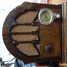Fonógrafos y grabadoras de válvulas: RADIO ANTIGUA DE CAPILLA ADAPTADA A 220 VOLTIOS. Lote 156307870