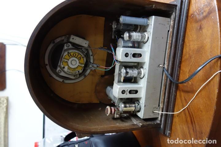 Fonógrafos y grabadoras de válvulas: RADIO ANTIGUA DE CAPILLA ADAPTADA A 220 VOLTIOS - Foto 3 - 156307870