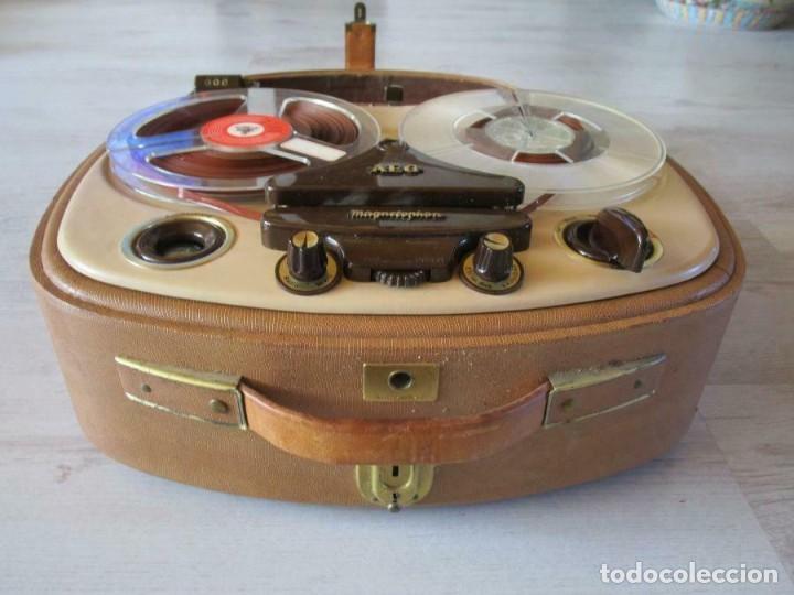 Fonógrafos y grabadoras de válvulas: Antiguo Magnetófono AEG Magnetofon kl25 en la maleta marrón GRABADORA 170 euros MUY PESADO - Foto 3 - 201557766