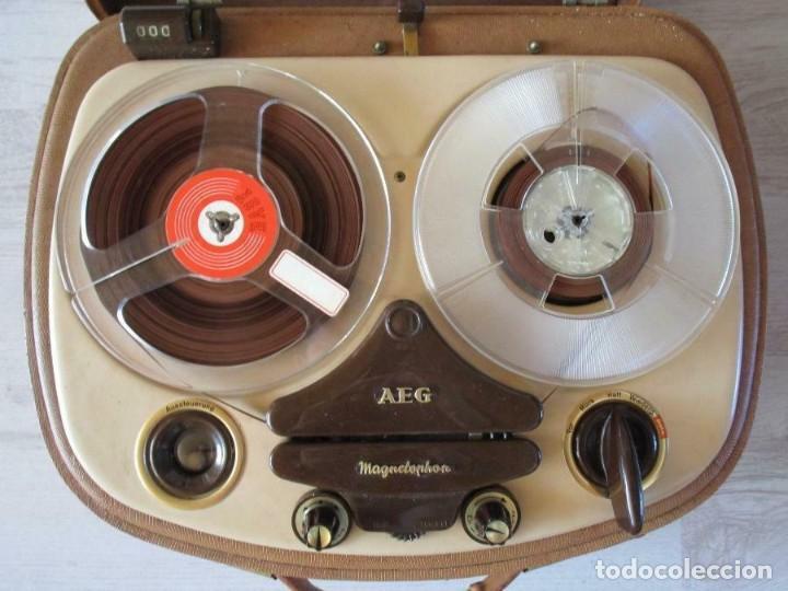 Fonógrafos y grabadoras de válvulas: Antiguo Magnetófono AEG Magnetofon kl25 en la maleta marrón GRABADORA 170 euros MUY PESADO - Foto 4 - 201557766