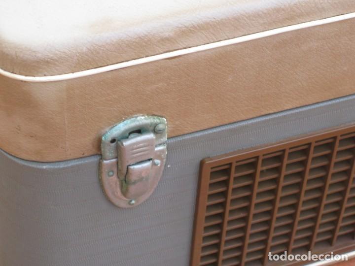 Fonógrafos y grabadoras de válvulas: Antiguo magnetofono Philips. Años 50. No funciona. - Foto 18 - 214495028