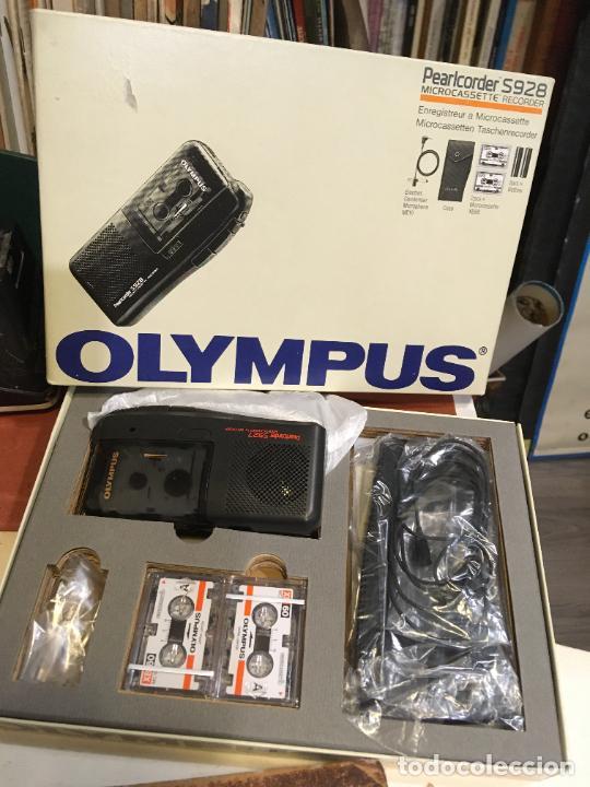 GRABADORA OLYMPUS EN CAJA ORIGINAL SÓLO SE UTILIZO PARA PROBARLA. AÑO 1998 MICROFONO, FUNDA, PINZA (Radios, Gramófonos, Grabadoras y Otros - Fonógrafos y Grabadoras de Válvulas)