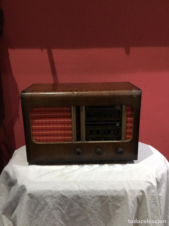 ANTIGUO RADIO COLONIAL (42X3220) .VER FOTOS (Radios, Gramófonos, Grabadoras y Otros - Fonógrafos y Grabadoras de Válvulas)