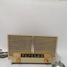 Fonógrafos y grabadoras de válvulas: MUY RARA RADIO DE VÁLVULAS EN BLANCO. MADE IN USA. WESTINGHOUSE. FUNCIONA CON MUY BUEN SONIDO!!. Lote 261793555