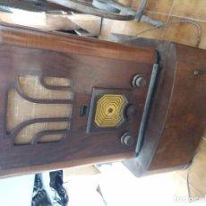 Radios de galena: RADIO ANTIGUA CON TOCADISCOS. Lote 87672580