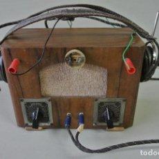 Radios de galena: ANTIGUA RADIO GALENA, CON AURICULARES, FABRICACIÓN ARTESANAL. Lote 100547987