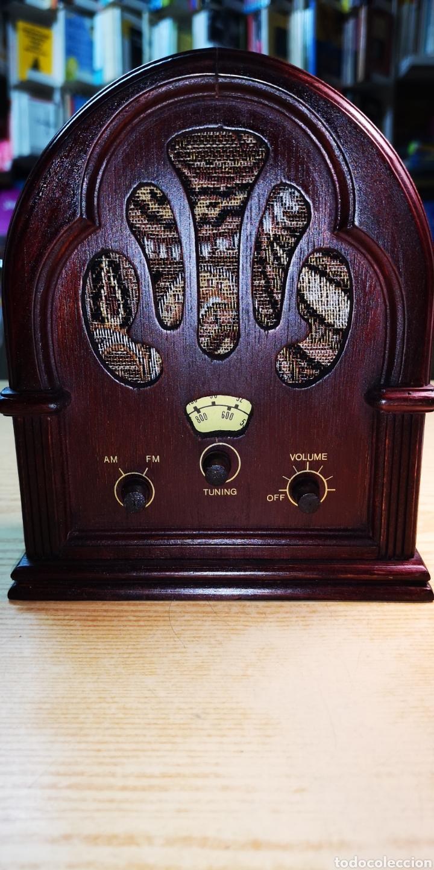 ANTIGUA RADIO DE MADERA. FUNCIONA PERFECTAMENTE DE ALTA CALIDAD (Radios, Gramófonos, Grabadoras y Otros - Radios de Galena)