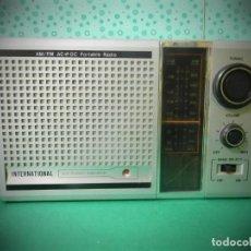 Radios de galena: RADIO ANTIGUA PORTATIL INTERNACIONAL AM/ FM ¡¡ FUNCIONA !! CABLE Y PILAS. Lote 183764261