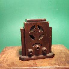 Radios de galena: ANTIGUA CAJA A MODO DE RADIO DE CAPILLA PP.SF.XX. MADERA. Lote 184329050