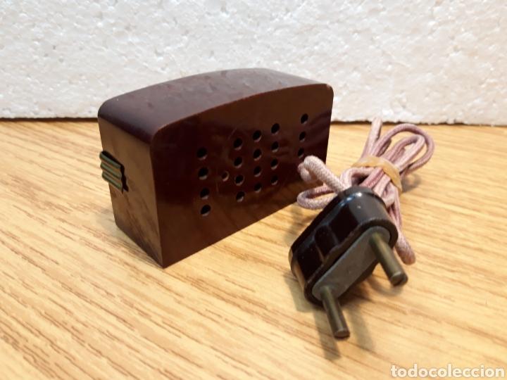 Radios de galena: Antiguo encendedor de mesa de baquelita forma de radio - Foto 3 - 213803067