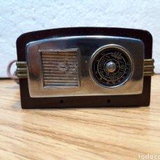 Radios de galena: ANTIGUO ENCENDEDOR DE MESA DE BAQUELITA FORMA DE RADIO. Lote 213803067
