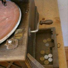 Gramófonos y gramolas: GRAMOFONO O GRAMOLA DE MONEDAS. Lote 14527614