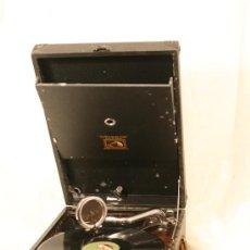 Gramófonos y gramolas: GRAMOLA ANTIGUA DE MALETA. LA VOZ DE SU AMO. 1940 APROX.. Lote 26064920