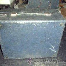 Gramófonos y gramolas: GRAMOLA DE MALETA A CUERDA, DE 78 RPM. Lote 26611933