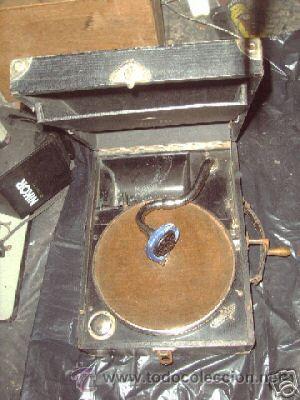 GRAMOFONO DE MALETA DE LA MARCA APOLLO (Radios, Gramófonos, Grabadoras y Otros - Gramófonos y Gramolas)