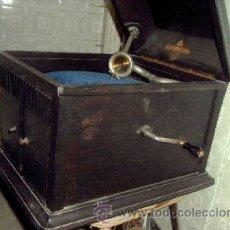 Gramófonos y gramolas: GRAMOFONO DEL TIPO DE COFRE. Lote 26861977