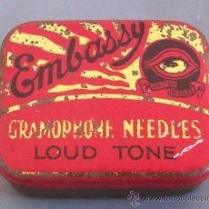 Gramófonos y gramolas: CAJITA METALICA CON PUAS / AGUJAS DE GRAMOFONO: EMBASSY LOUD TONE. Lote 147789918