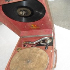 Gramófonos y gramolas: GRAMOFONO DE MALETA TRANSPORTABLE ,FUNCIONANDO . Lote 19669517