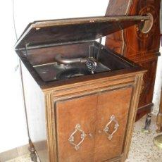 Gramófonos y gramolas: GRAMOLA CON MUEBLE DE MADERA . Lote 18151316