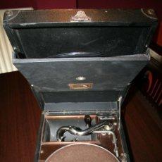 Gramófonos y gramolas: GRAMOLA MALETA - THE GRAMOPHONE COMPANY LTD - LA VOZ DE SU AMO. Lote 27650679