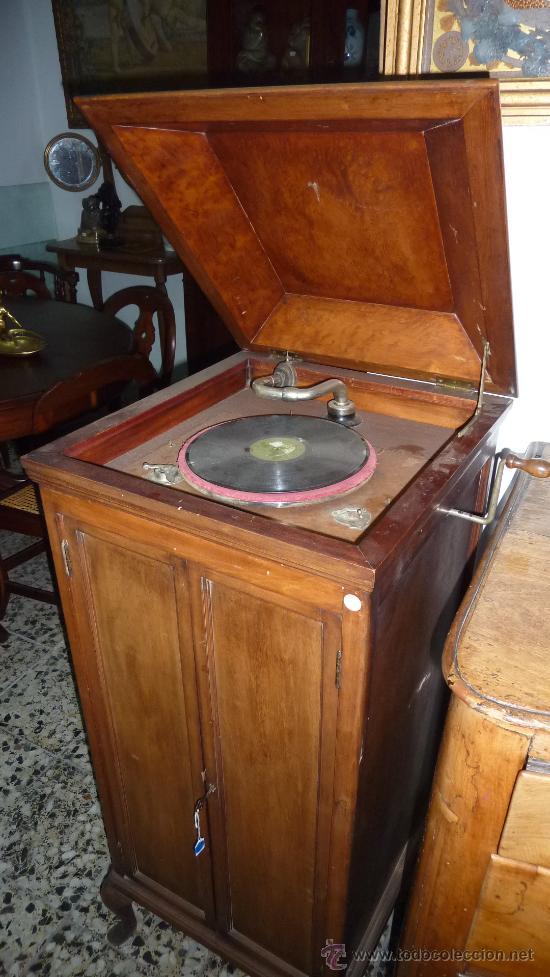 ANTIGUA GRAMOLA O GRAMOFONO DE CAJA. SOLO RECOGIDA BARCELONA (Radios, Gramófonos, Grabadoras y Otros - Gramófonos y Gramolas)